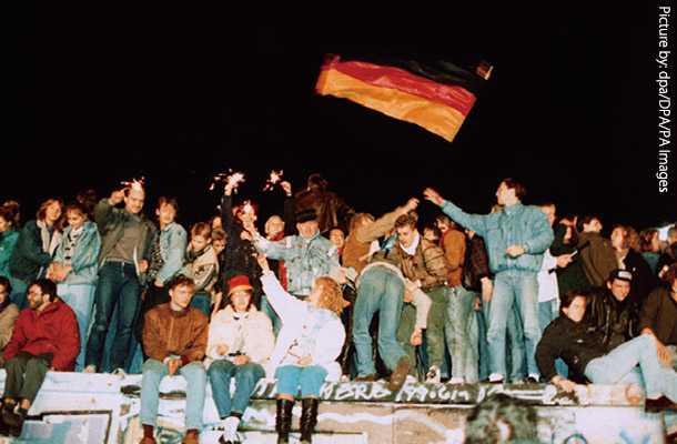 崩壊 ベルリン の 勘違い 壁