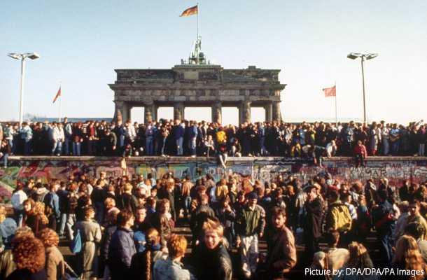 壁 崩壊 なぜ ベルリン の