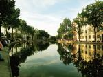 夏のサン・マルタン運河沿い