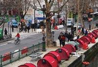 パリのホームレスはひと味違う!